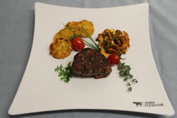 Rinderfilet mit frischen Pfifferlingen und Kartoffelrösti
